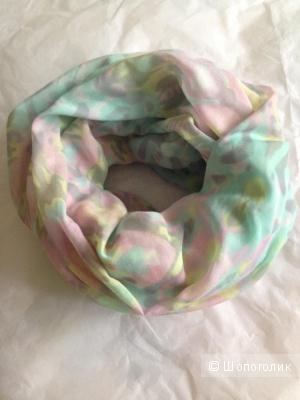 Легкий шарф-снуд Bershka в пастельных тонах