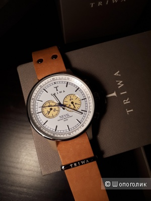 Часы Triwa Nevil на кожаном ремешке коньячного цвета