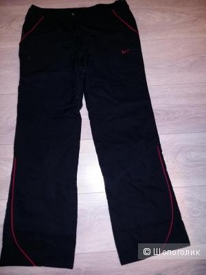 Спортивные штаны Nike для прогулки или занятий спортом на воздухе