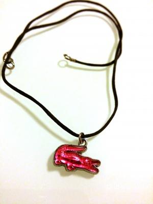 Оригинальный кулон Lacoste, розовый крокодил