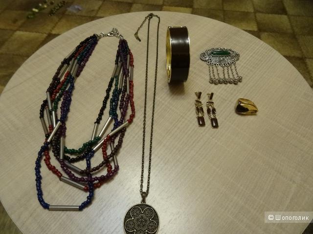 Бижутерия комплектом: брошь, ожерелье, серьги, браслет, б/у