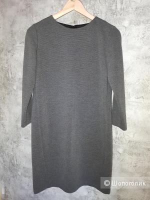 Трикотажное платье Uniqlo размера S