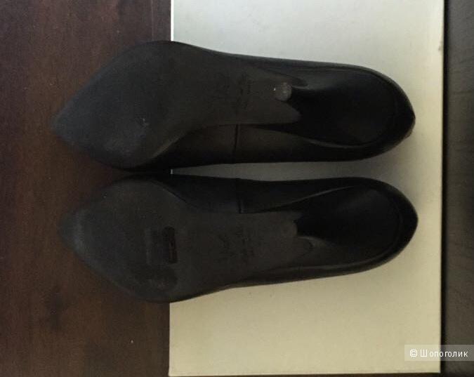 Туфли Vic на низком каблуке