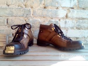 MIU MIU новые ботинки на шнурках с металлическими аппликациями,40 размер итальянский,на 41-42,унисекс