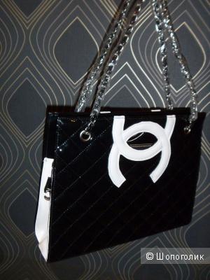 Большая лакированная сумка, черная с белым