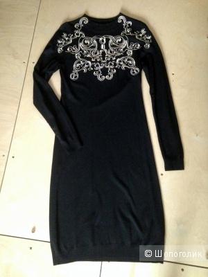 Черное трикотажное платье Ivo Nikkolo с золотой вышивкой размер 44-46