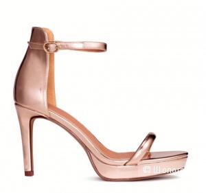 Очень красивые босоножки Н&М цвета розового золота р.40 (на ногу около 25,5 см)