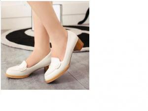 Туфли молочного цвета, новые, из натуральной кожи, на 38 размер.