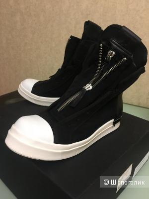 Продаю совсем новые мужские кеды/кроссовки на молнии от Cinzia Araia.