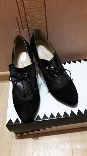 Закрытые замшевые туфли размер 37