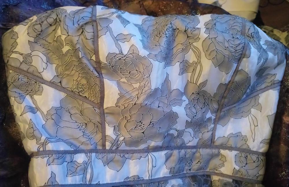 Платье LOST INK белое с серыми розами размер 36/8 грудь C