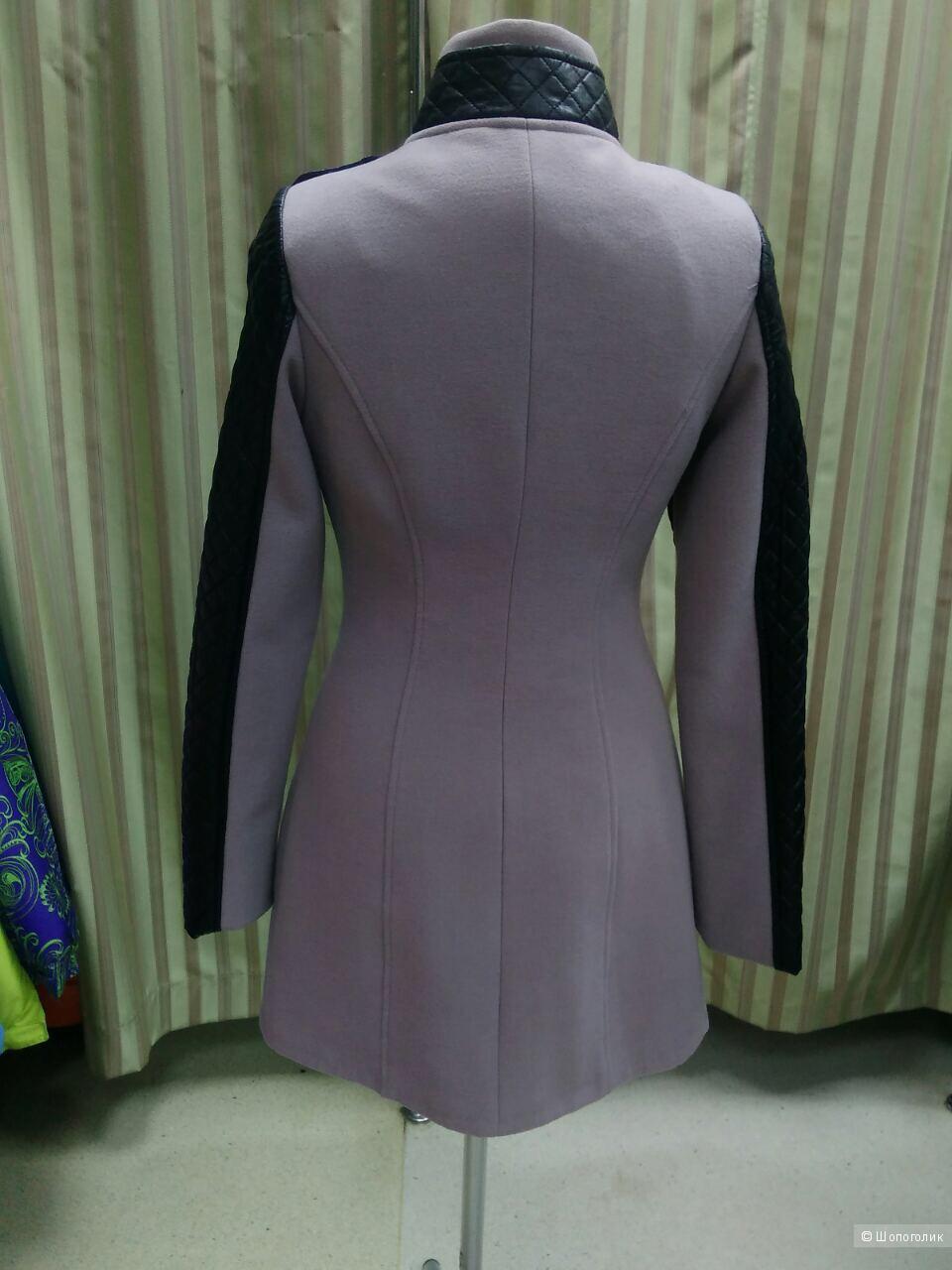 Новое пальто р.42