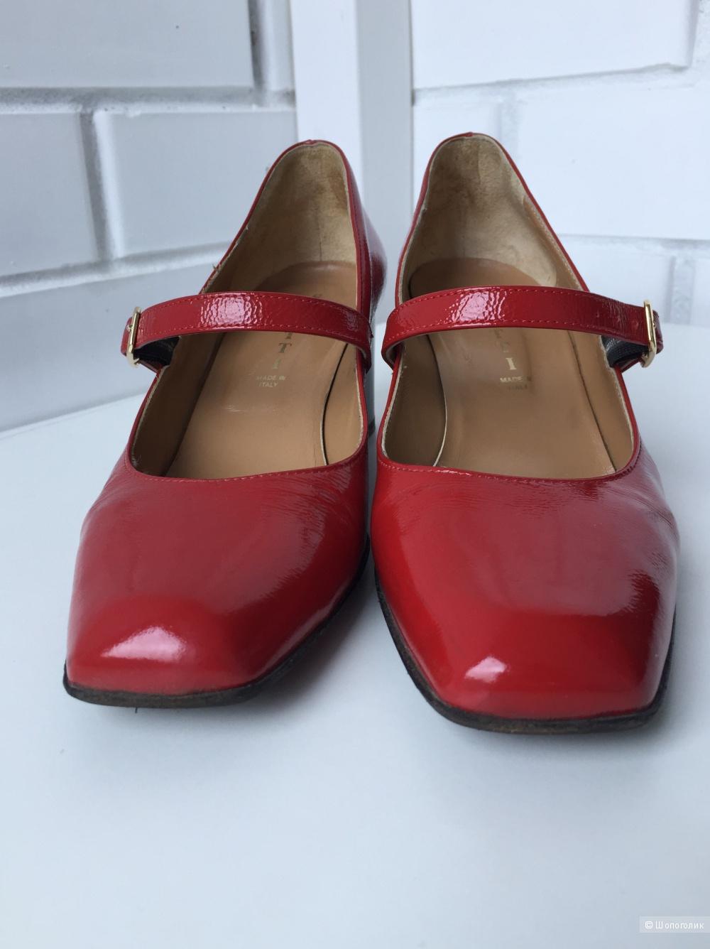 Красные лакированные туфли сделаны в Италии 37 р-р