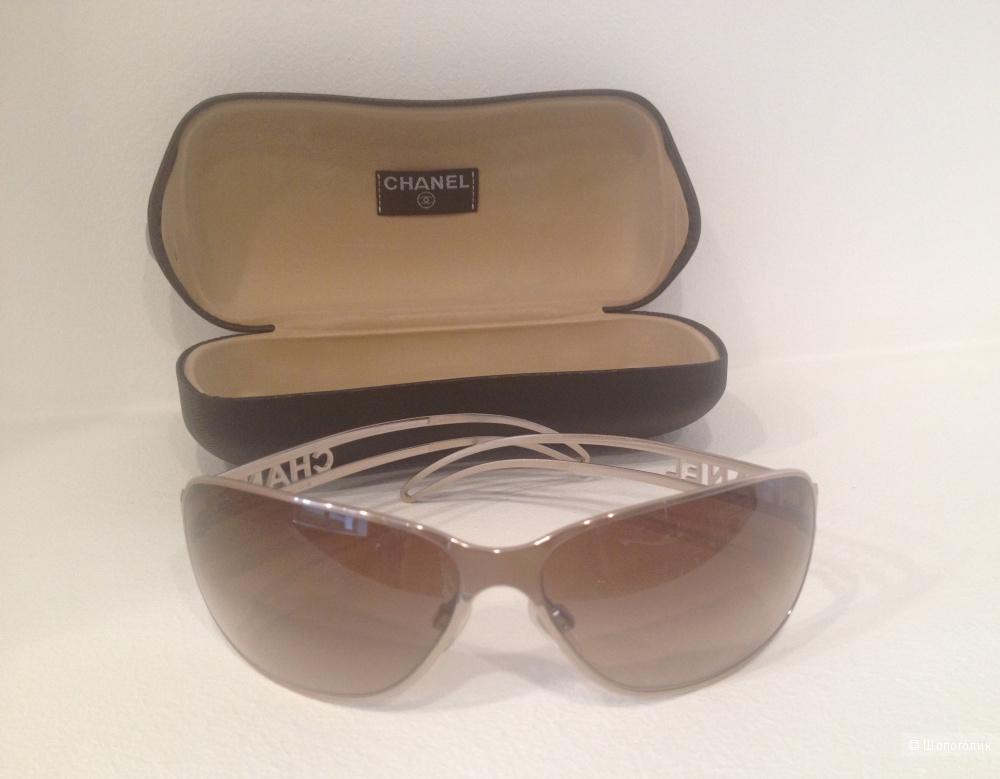 Солнцезащитные женские очки от французского бренда Chanel, сделаны в Италии, б\у