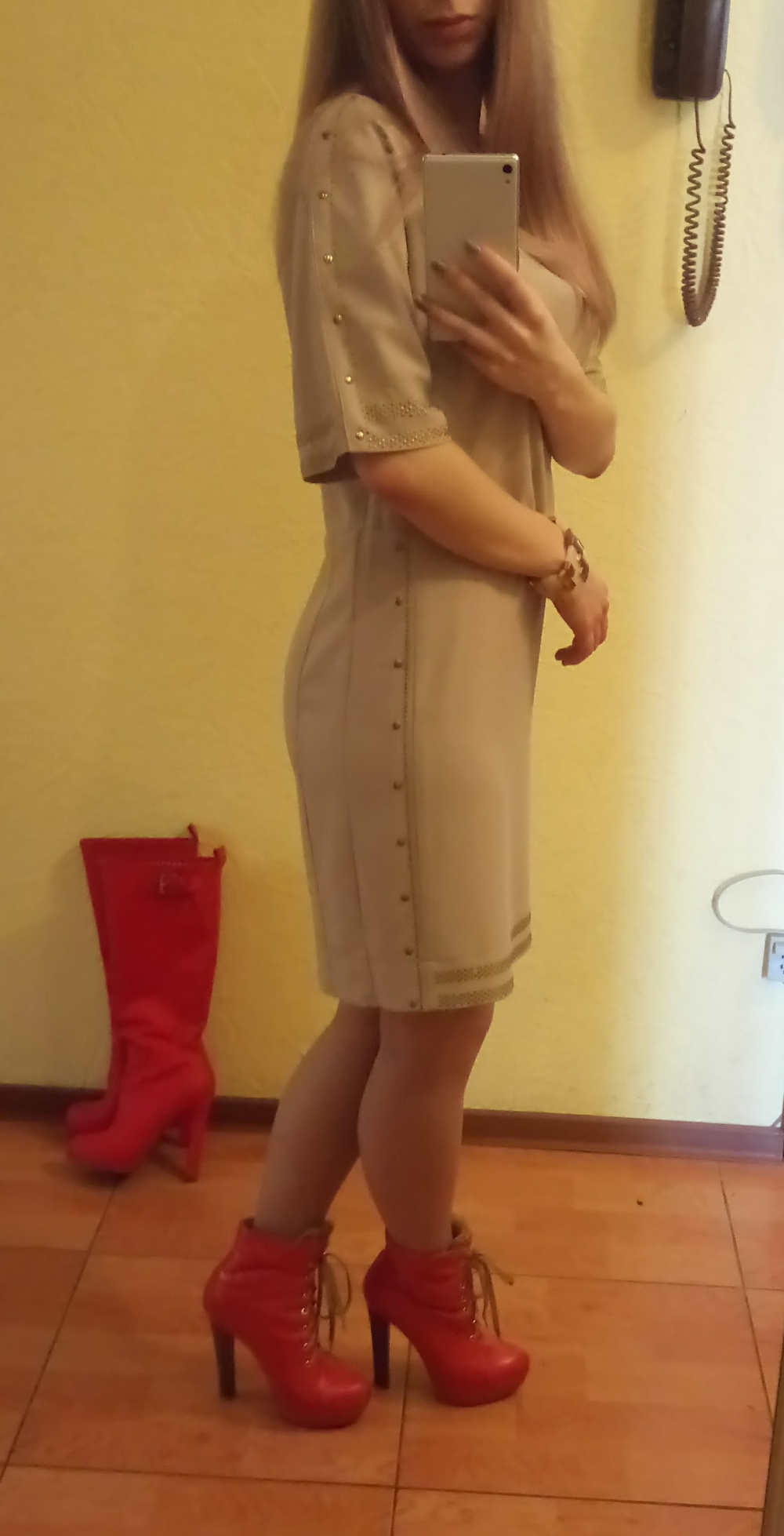 Платье французской марки ORFEO NEGRO размер S цвет песочный