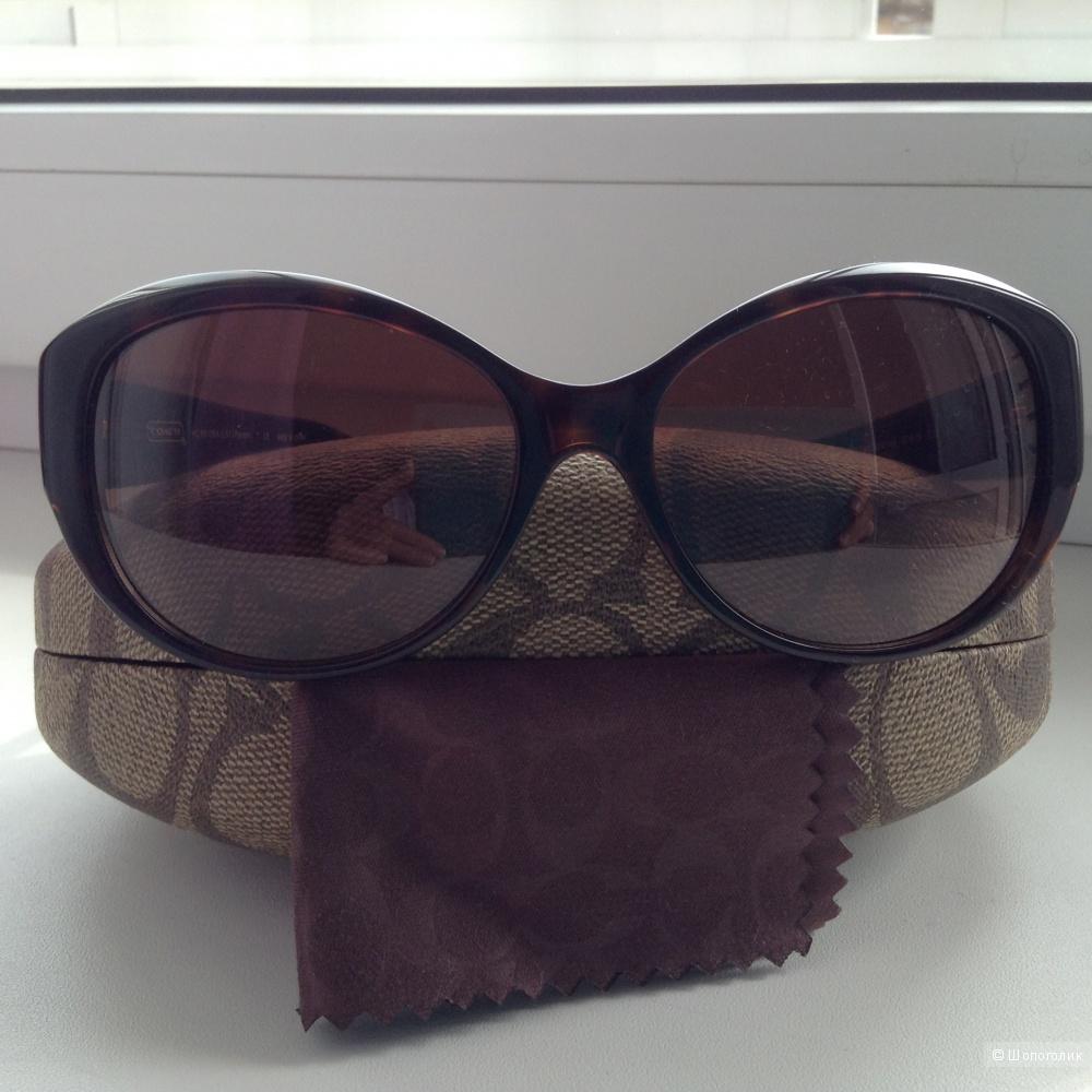 Солнцезащитные очки Coach