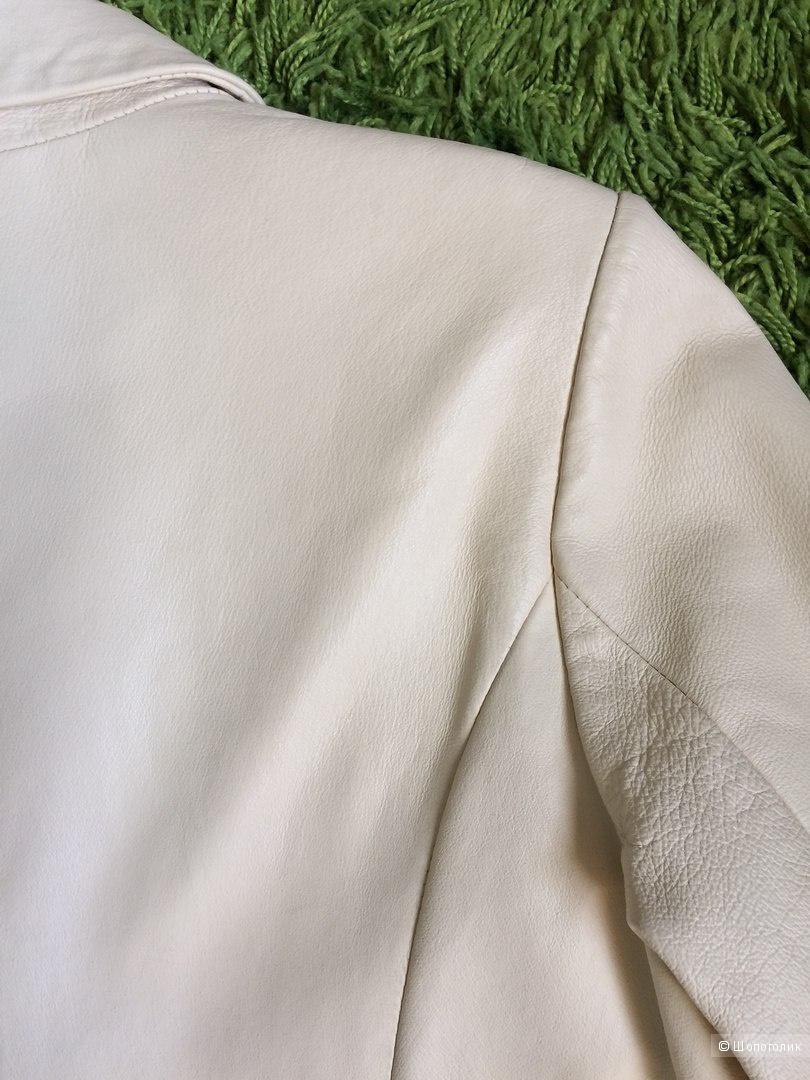 Кожаное кремовое пальто 44-46разм.