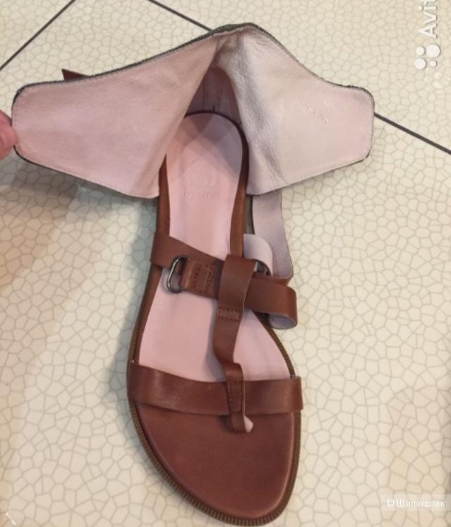 Женские кожаные сандалии на плоской подошве