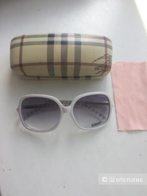 Солнцезащитные очки Burberry новые