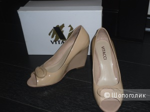 Продам симпатичные лакированные туфли Vitacci