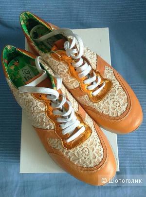 Продам новые кроссовки Le Crown
