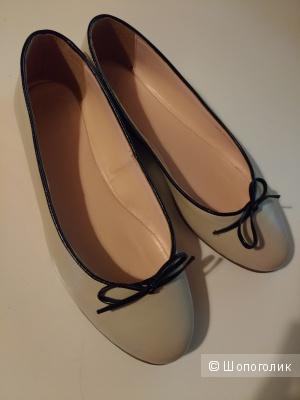 Женские балетки 38 размера из натуральной кожи United Colors of Benetton.