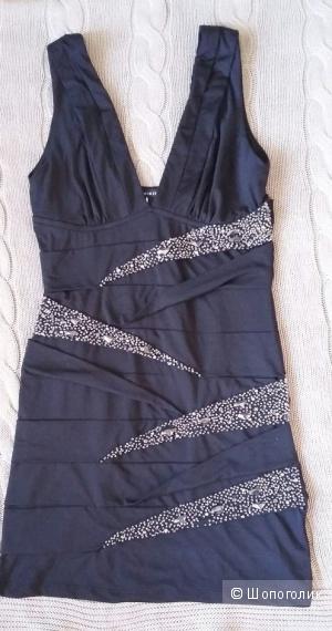 Чёрное платье с бисером.