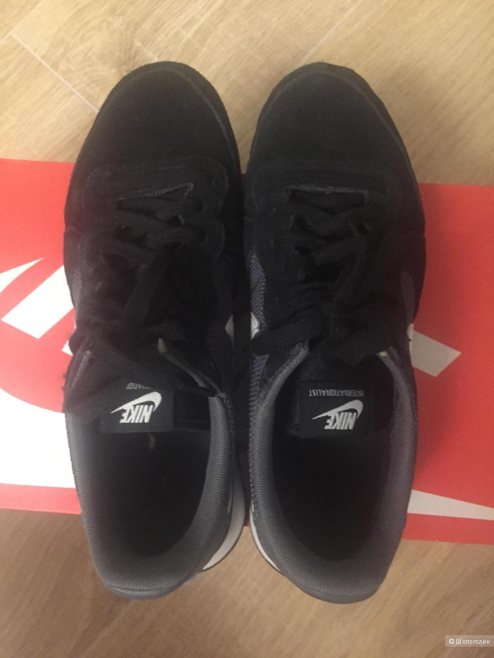Кроссовки Nike. Размер 39.