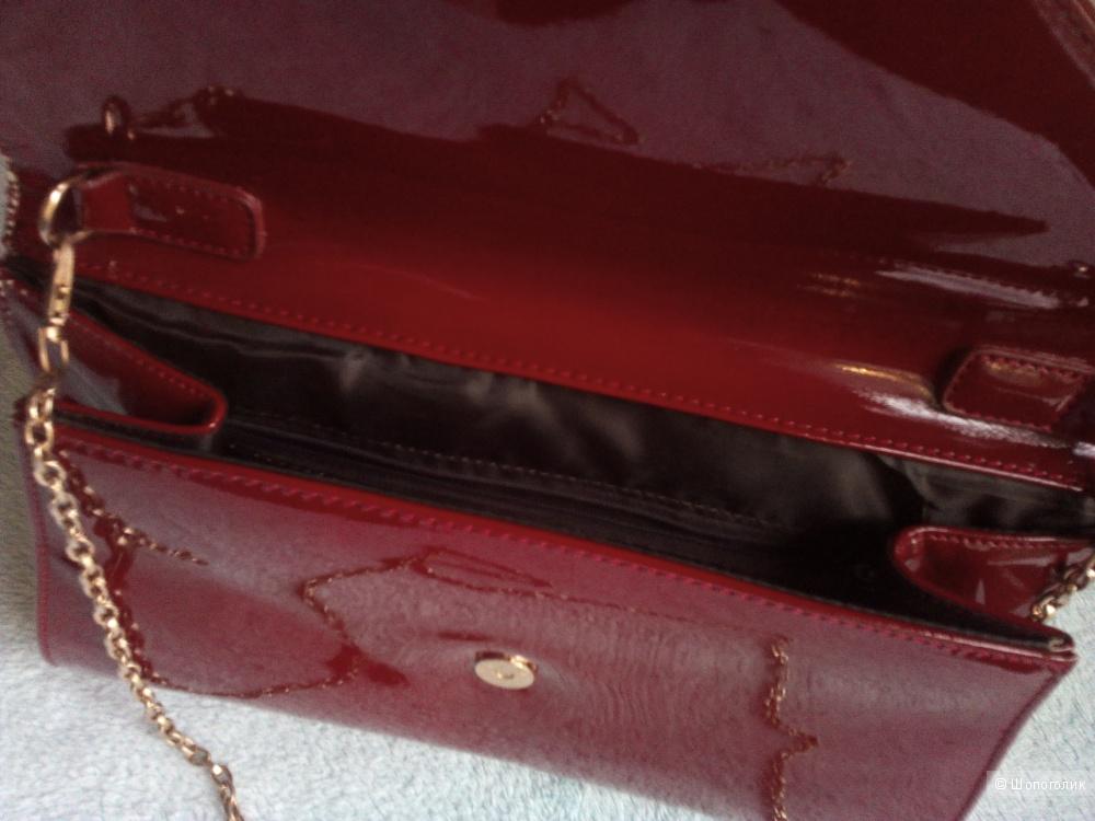 Лаковая сумка-клатч.