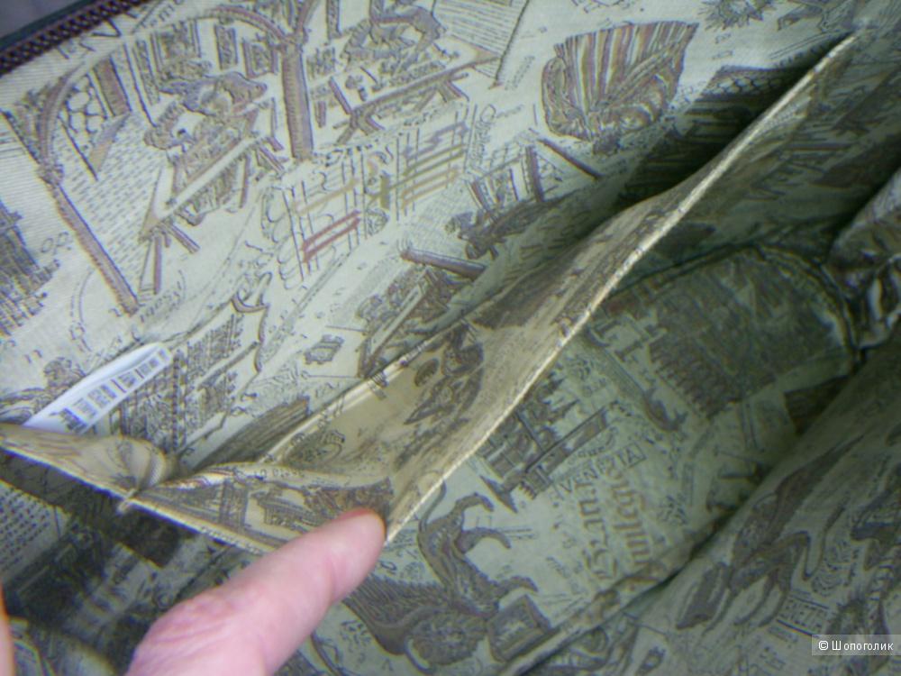 Сумка из натуральной кожи  от Mark&Spencer .