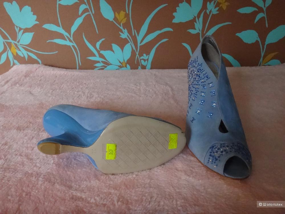 Голубые туфли со стразами 35 размер
