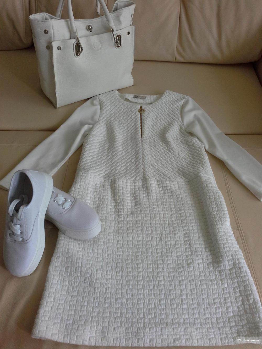 Стильное белое платье  Sercinnetti