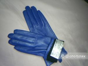 Кожаные сине -васильковые перчатки от Marks & Spencer  р S.
