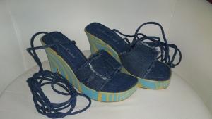 Босоножки джинсовые на танкетке Bruno Cantini, размер 39