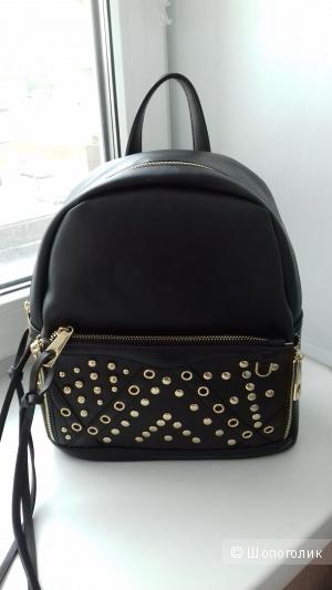 Модный рюкзак с заклепками Yoki, черный