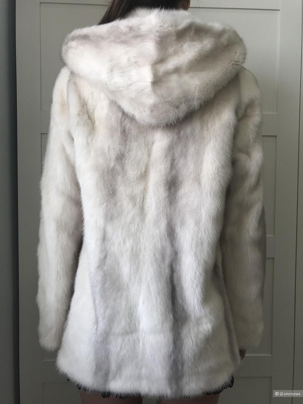 Продам светлую белую  короткую норковую шубу. Размер 44-46.
