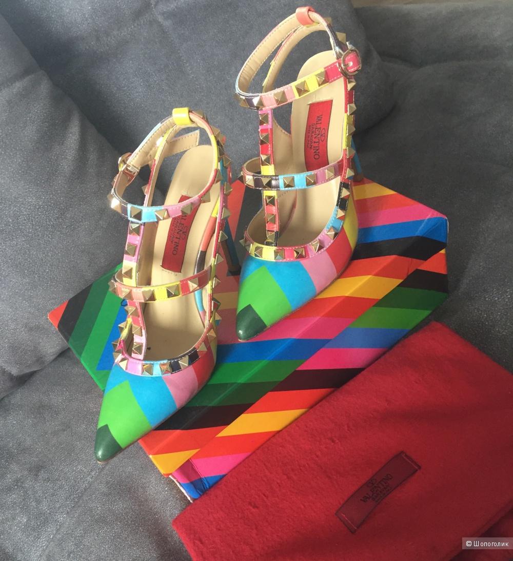 Яркие туфли Valentino, 36 размер