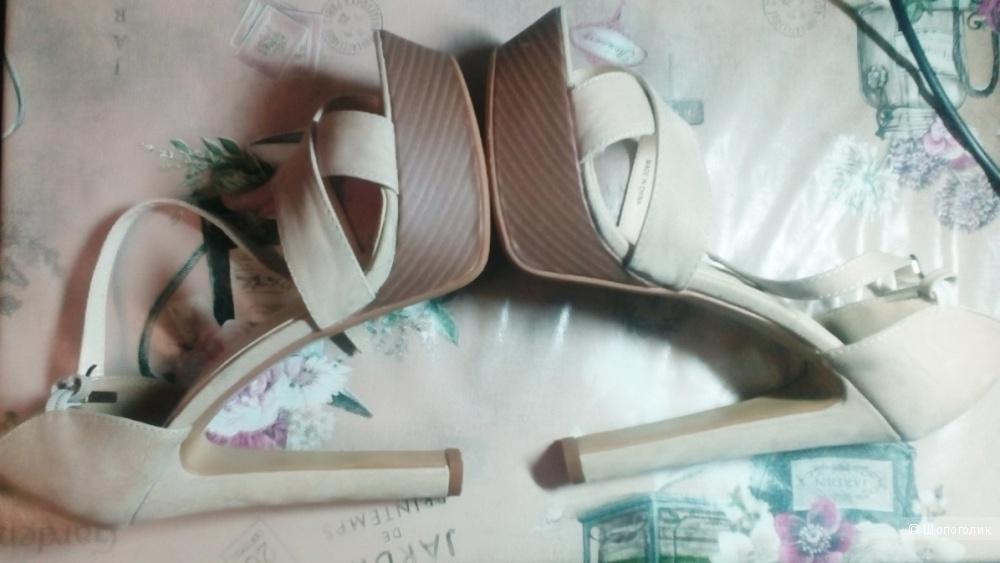 Фирменные  замшевые туфли camelot