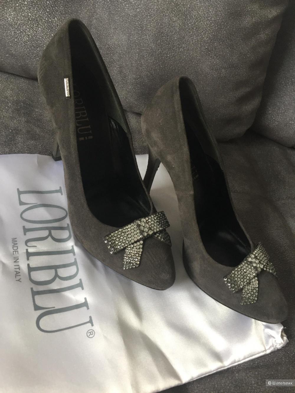 Замшевые туфли фирмы Loriblu