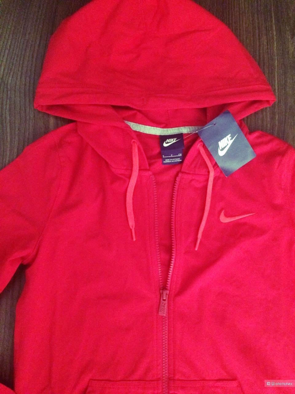 Яркий спортивный костюм Nike, размер S