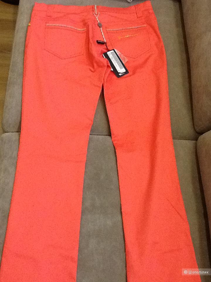 Новые коралловые брюки Roccobarocco