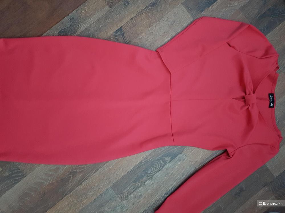 Трикотажное коралловое платье с декоративным узлом на груди и рукавами 3/4, 42 размер
