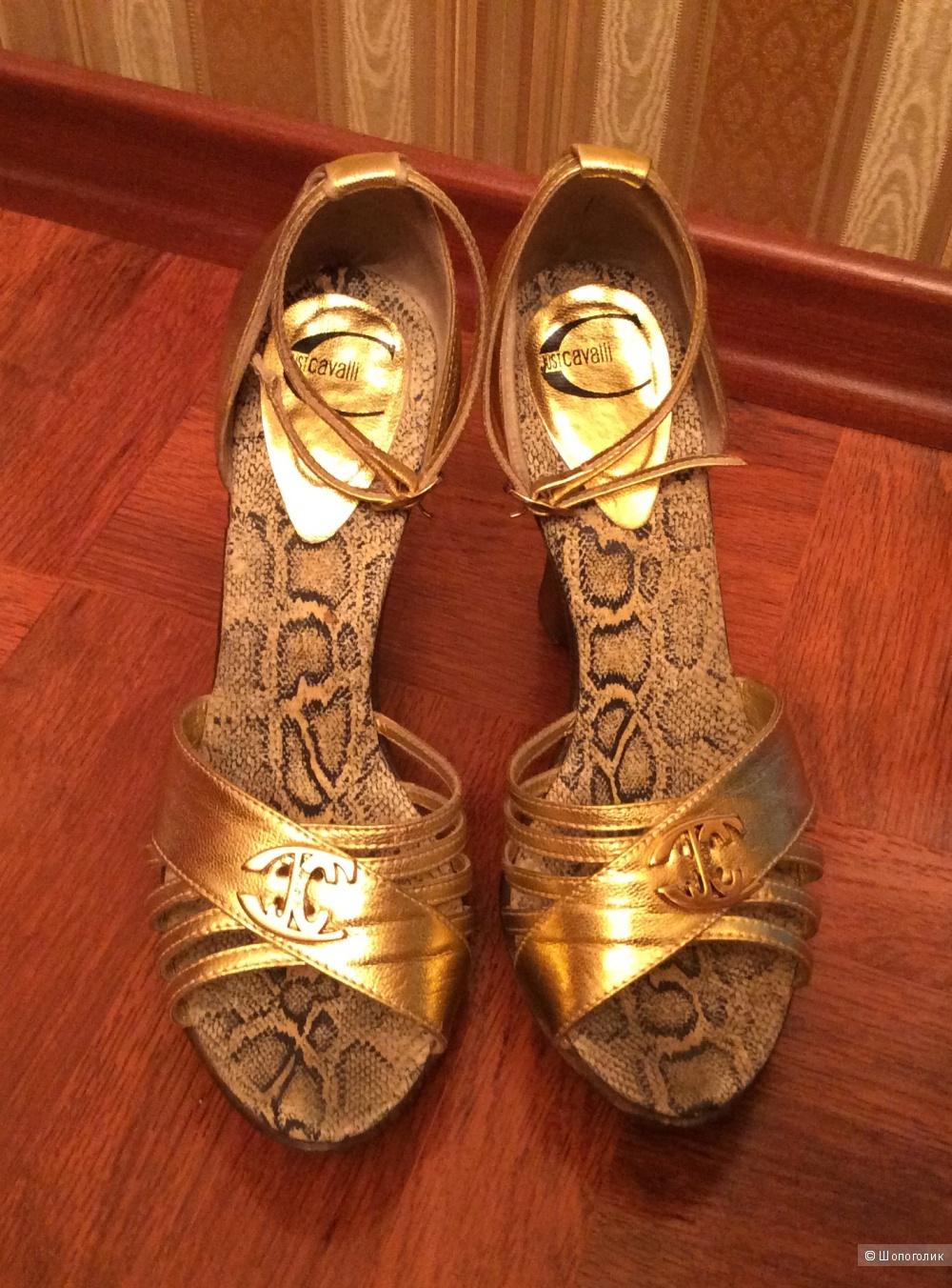Золотые  кожаные босоножки Just Cavalli 37 российский размер