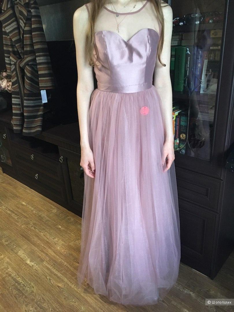 Красивое нежное платье Chi Chi London
