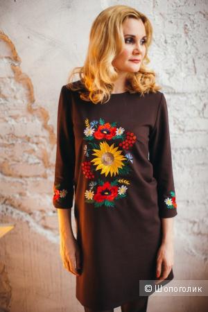 Платье с вышивкой 42-44 р