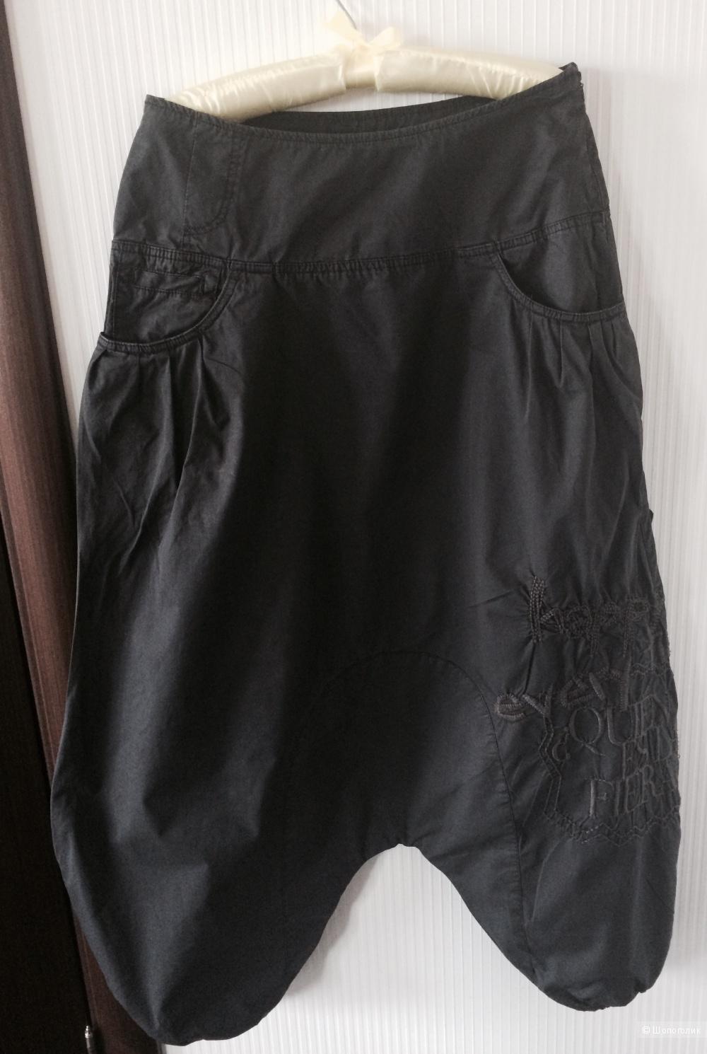 Disigual брюки-шаровары, брюки-юбка или брюки с сильно заниженной проймой. 44-46