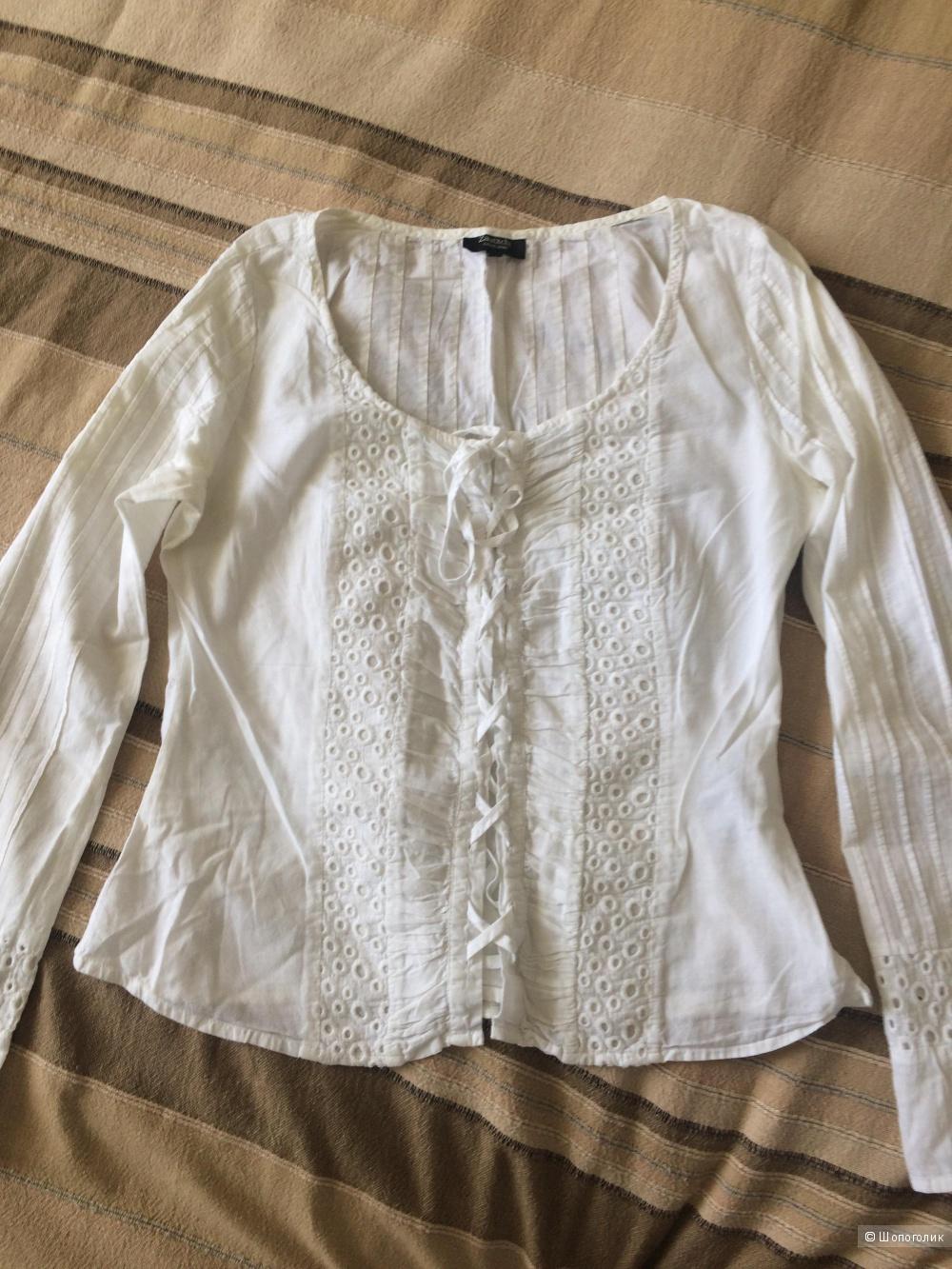 Белая блузка с шитьем, размер М