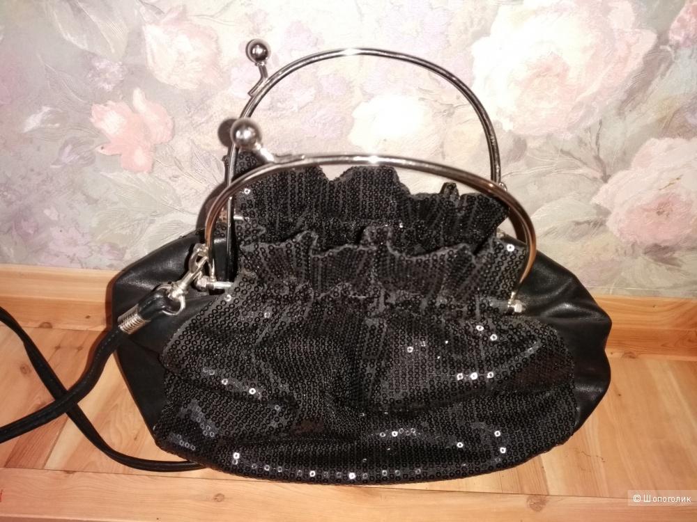 Замечательная летняя сумочка от бренда Savio, с пайетками и металлическими ручками.