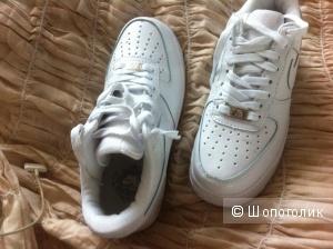 Новые кроссовки  Nike Air Force 37 размер (UK6,5) белые