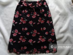 Юбка с разрезами в цветах, размер 44, б/у